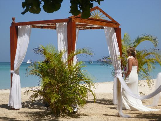 couples swept away wedding reviews